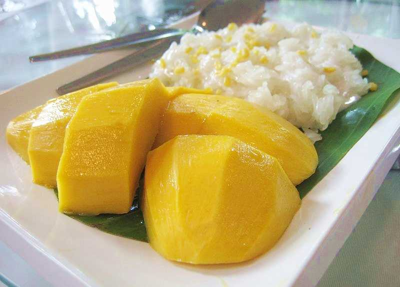Sticky rice with mango and coconut milk