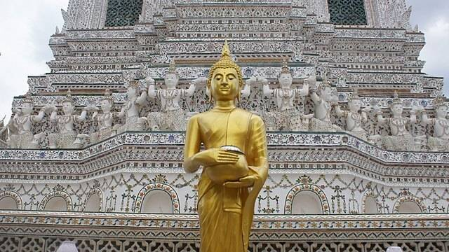 Statue of Buddha in front of Wat Arun Pagoda